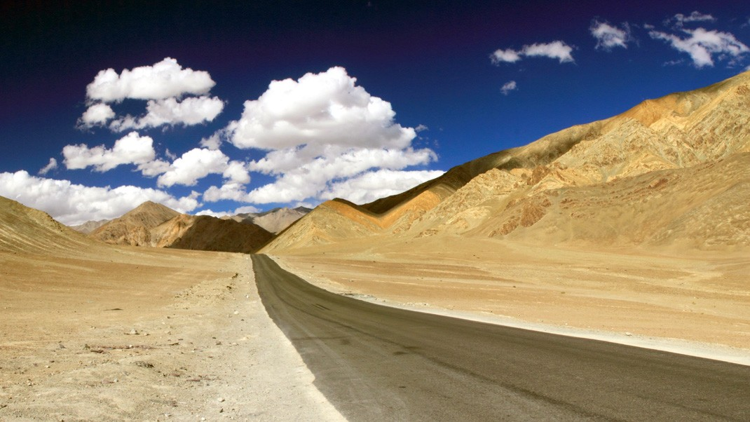 Magnetic Hill Ladakh Travel Guide | A Mystery of Gravity & Illusion | 2 Routes