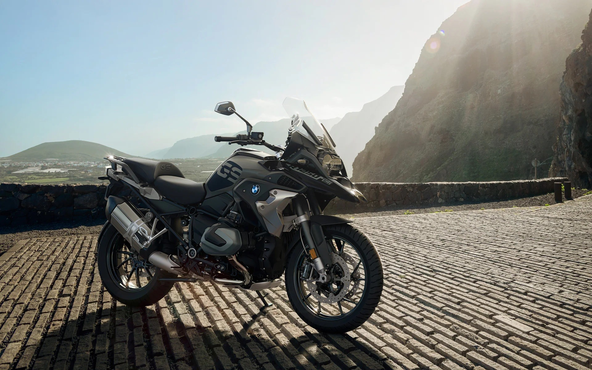 BMW R 1250 GS PRICE UNCHANGED BUT WITH UPDATED VERSION